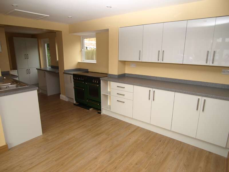 3 Bedrooms Semi Detached House for sale in Minton Close, Blakelands, Milton Keynes