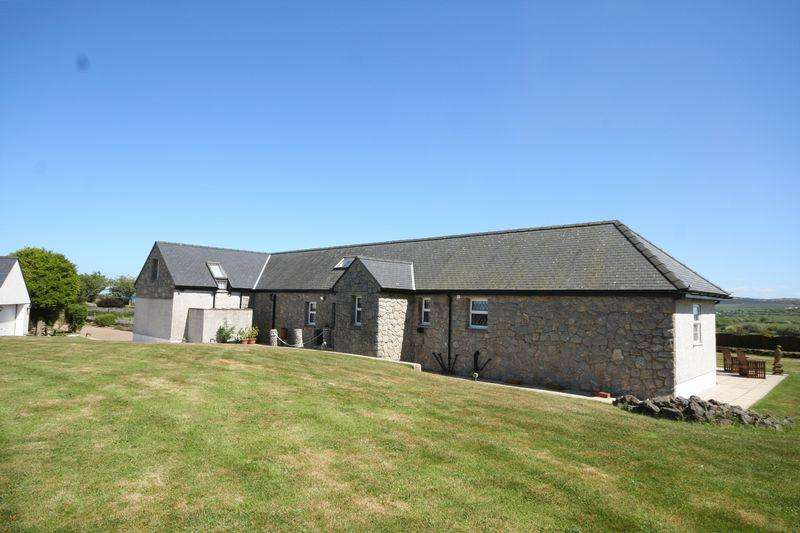5 Bedrooms Detached House for sale in Burwen, Anglesey