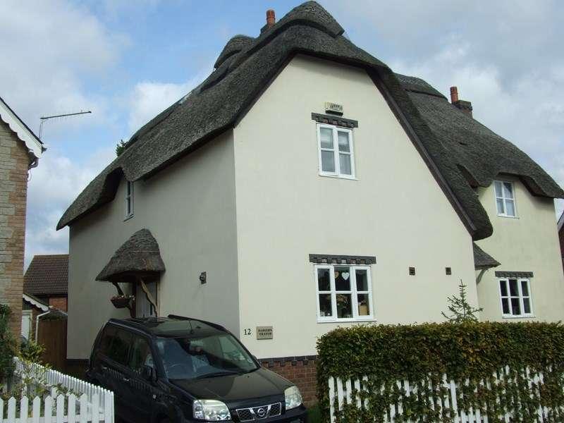 2 Bedrooms Semi Detached House for sale in Turbetts Close, Lytchett Matravers, Poole