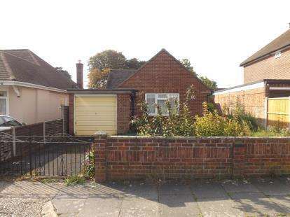 2 Bedrooms Bungalow for sale in Broomfield Road, Chelmsford, Essex