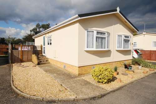 2 Bedrooms Park Home Mobile Home for sale in Pilgrims Park, Southampton Road, Ringwood, Hampshire