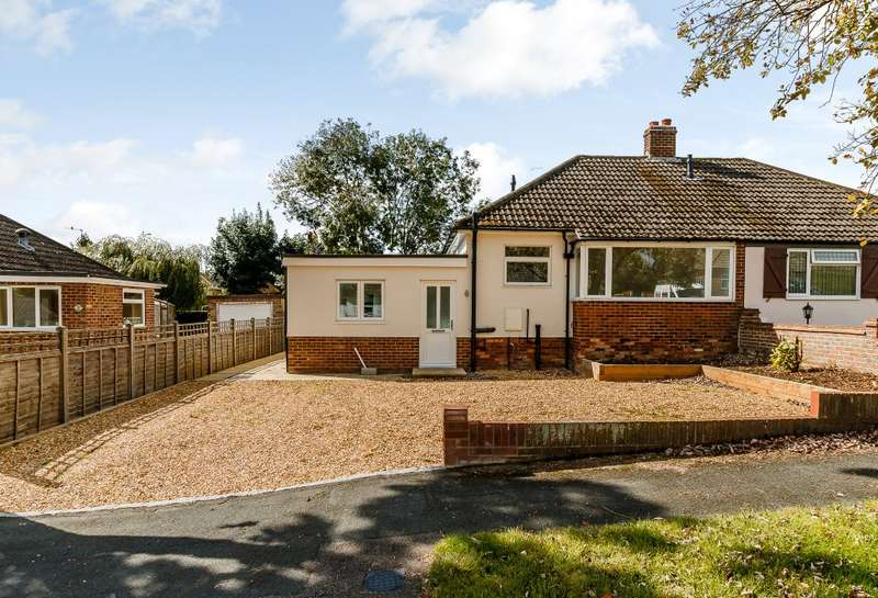 3 Bedrooms Semi Detached Bungalow for sale in Farnham