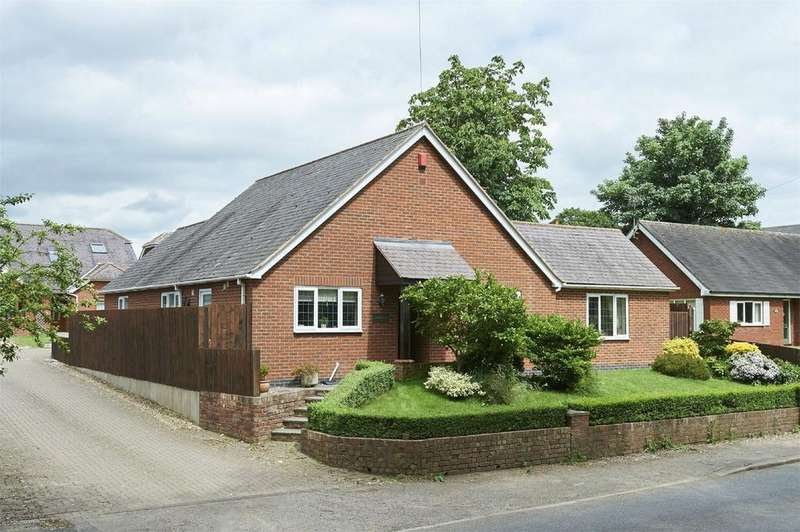 3 Bedrooms Detached Bungalow for sale in Labourne, Lutterworth Road, North Kilworth, Lutterworth, Leicestershire