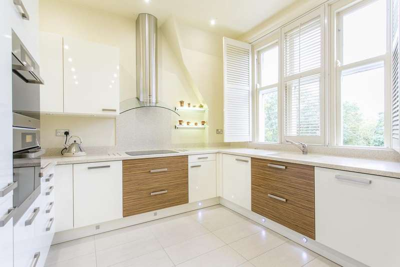 2 Bedrooms Penthouse Flat for sale in Regents Drive, Woodford Green IG8