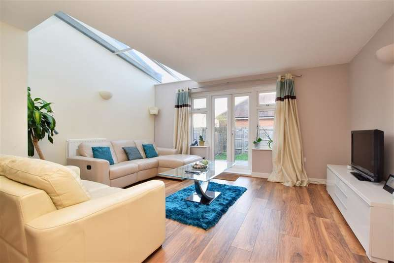 5 Bedrooms Terraced House for sale in The Moors, Redhill, Surrey