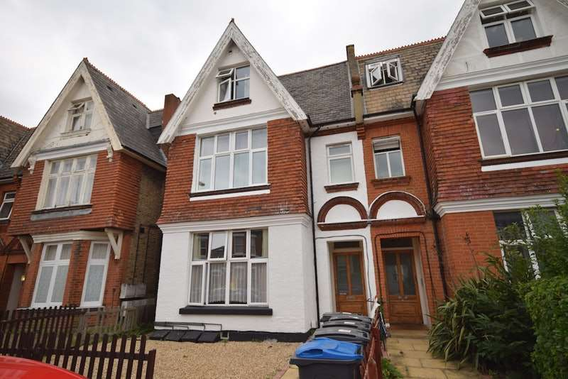 1 Bedroom Flat for sale in King Charles Road, Surbiton, Surrey, KT5
