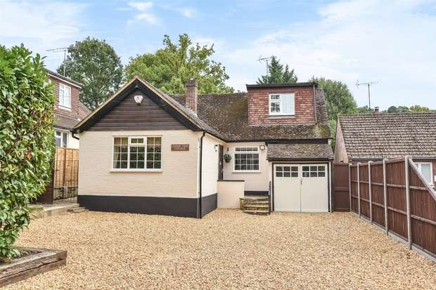 4 Bedrooms Chalet House for sale in Oaklands Lane, CROWTHORNE, Berkshire