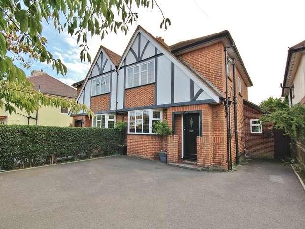 3 Bedrooms Semi Detached House for sale in Fernside Road, Oakdale, POOLE, Dorset