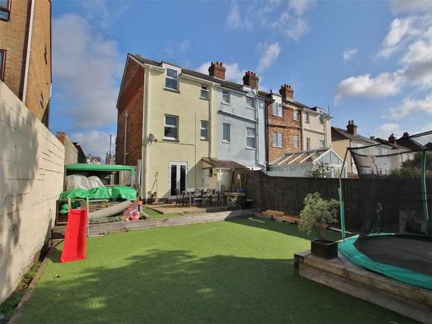 3 Bedrooms End Of Terrace House for sale in Salisbury Road, Lower Parkstone, Poole, Dorset