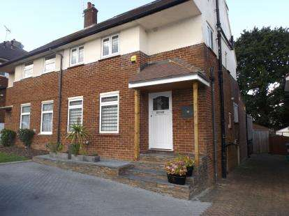 4 Bedrooms Semi Detached House for sale in Shillitoe Avenue, Potters Bar, Hertfordshire