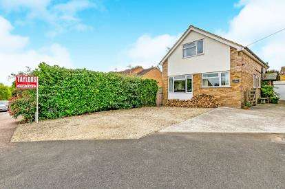 3 Bedrooms Detached House for sale in Horton Drive, Middleton Cheney, Banbury, Oxfordshire