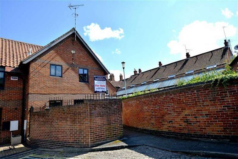 2 Bedrooms Town House for sale in Navigation Yard, Newark, Nottinghamshire, NG24