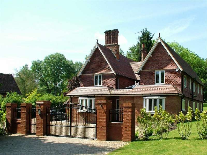 5 Bedrooms Detached House for sale in Hornbeam Lane, Essendon, Herts, AL9