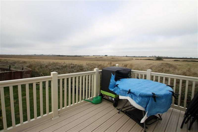 2 Bedrooms Mobile Home for sale in Seawick Holiday Park, St Osyth