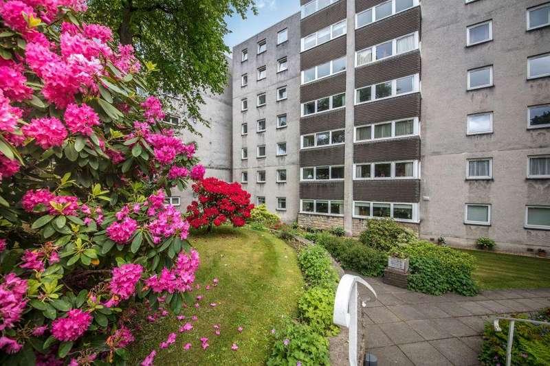 3 Bedrooms Flat for sale in 44 Norwood Park, Bearsden, G61 2RZ