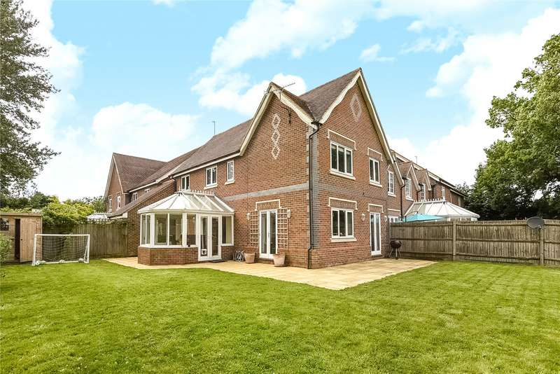 4 Bedrooms Semi Detached House for sale in Alder Mews, Sindlesham, Wokingham, Berkshire, RG41