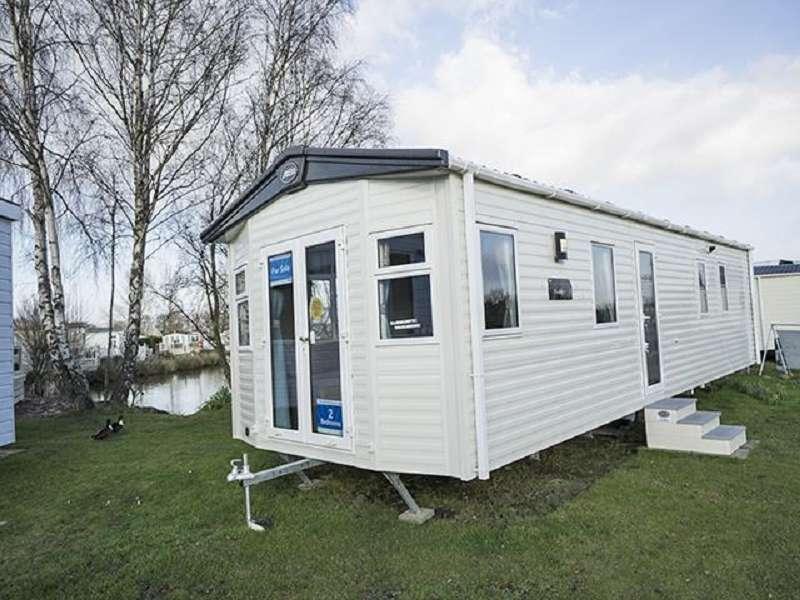 2 Bedrooms Mobile Home for sale in Burgh Road, Skegness, Lincolnshire. PE25 2LA