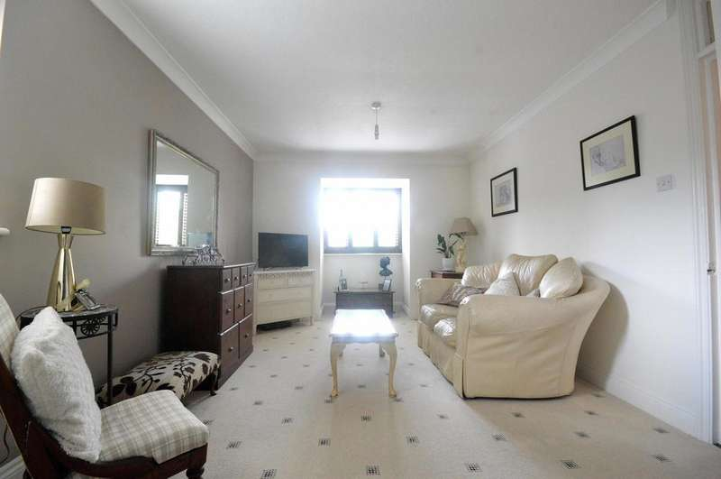 2 Bedrooms Apartment Flat for sale in Heriot Way, Great Totham, CM9