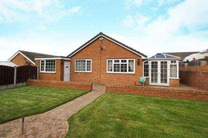 3 Bedrooms Bungalow for sale in Nethergreen Gardens, Killamarsh, Sheffield, Derbyshire