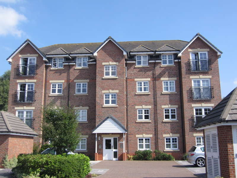 2 Bedrooms Ground Flat for sale in Drillfield Road, Northwich