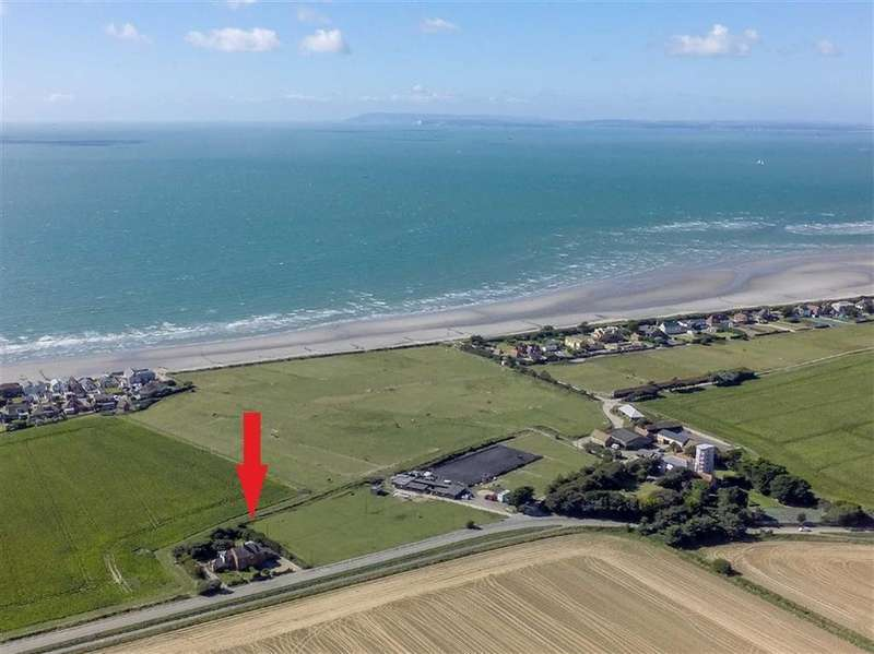 5 Bedrooms Semi Detached House for sale in Cakeham Road, West Wittering, West Sussex