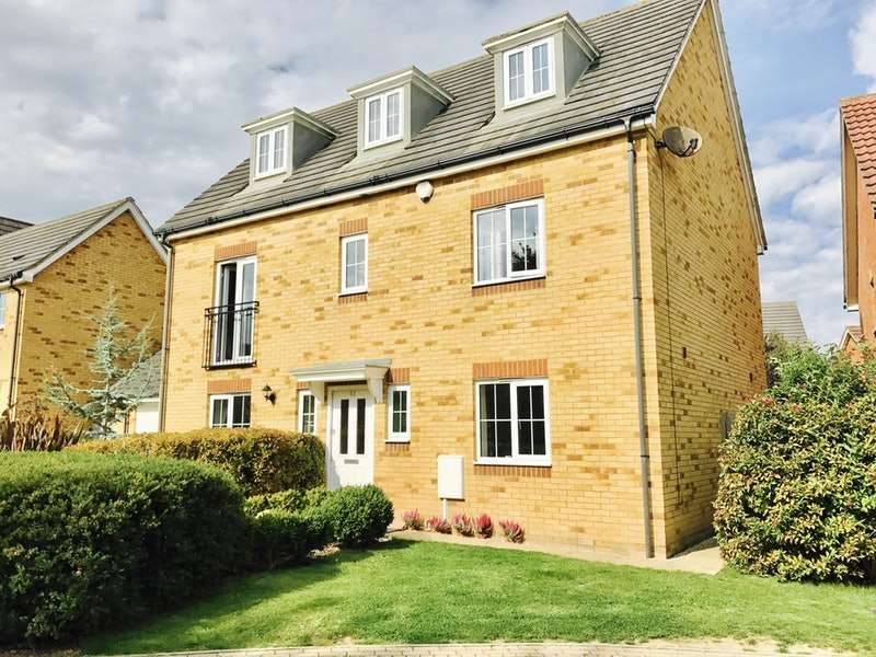 5 Bedrooms Detached House for sale in Campbell Road, Hawkinge, Kent, CT18