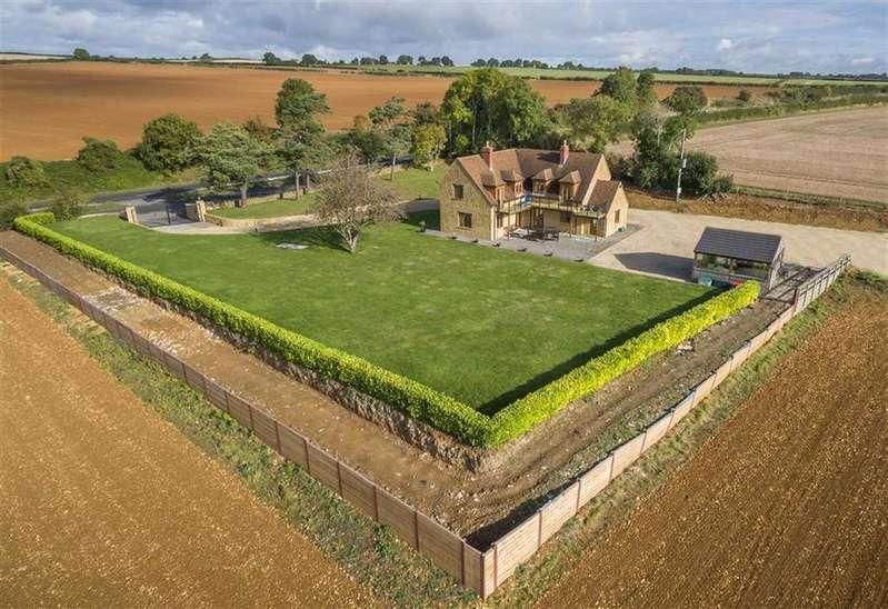 4 Bedrooms Detached House for sale in Yeovil Road, Sherborne, Dorset, DT9