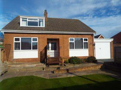 4 Bedrooms Bungalow for sale in Bentinck Road, Lytham St Annes, Lancashire, England, FY8
