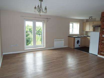 2 Bedrooms Flat for sale in Pheasant Way, Cannock, Staffordshire