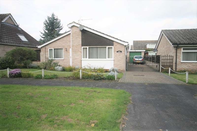 2 Bedrooms Detached Bungalow for sale in West Harling Road, East Harling, Norwich