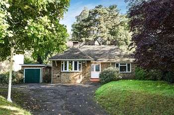 3 Bedrooms Detached Bungalow for sale in Lubbock Road, Chislehurst, Kent, BR7 5JG