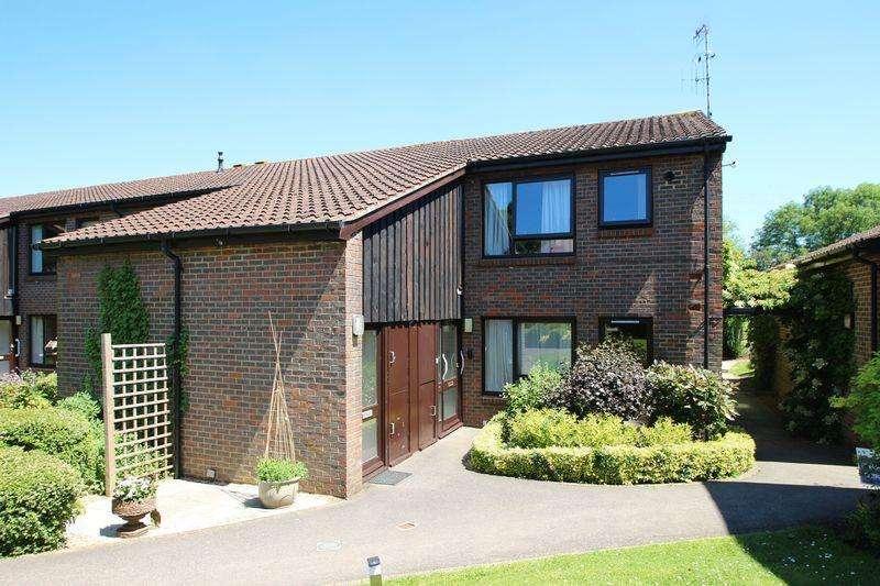 2 Bedrooms Retirement Property for sale in Abbey Close, Elmbridge Village, Cranleigh