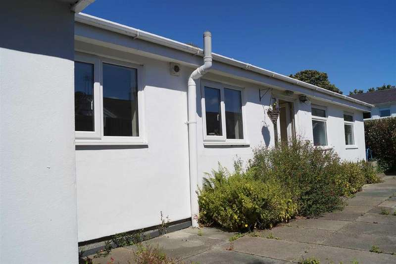 3 Bedrooms Detached Bungalow for sale in Llwyn Gwalch Estate, Morfa Nefyn