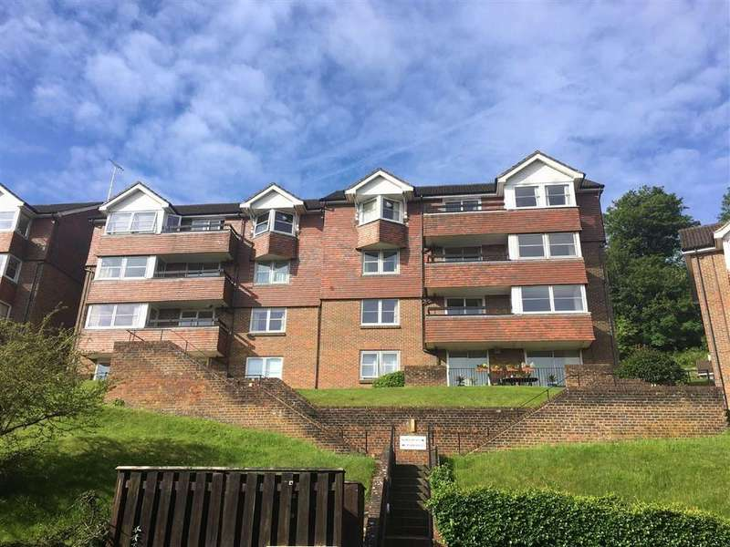 3 Bedrooms Flat for sale in Rookwood Court, Portsmouth Road, Guildford, Surrey, GU2