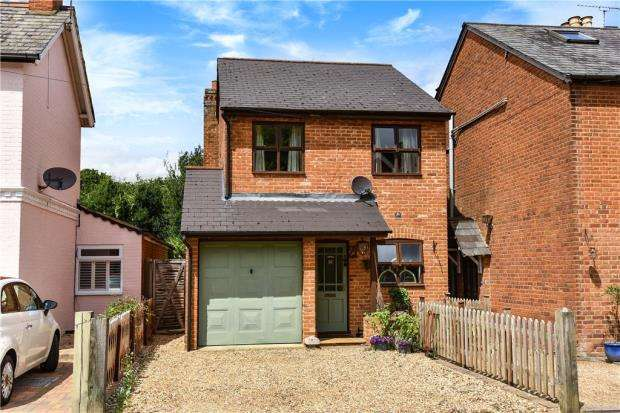 3 Bedrooms Detached House for sale in Upper Broadmoor Road, Crowthorne, Berkshire