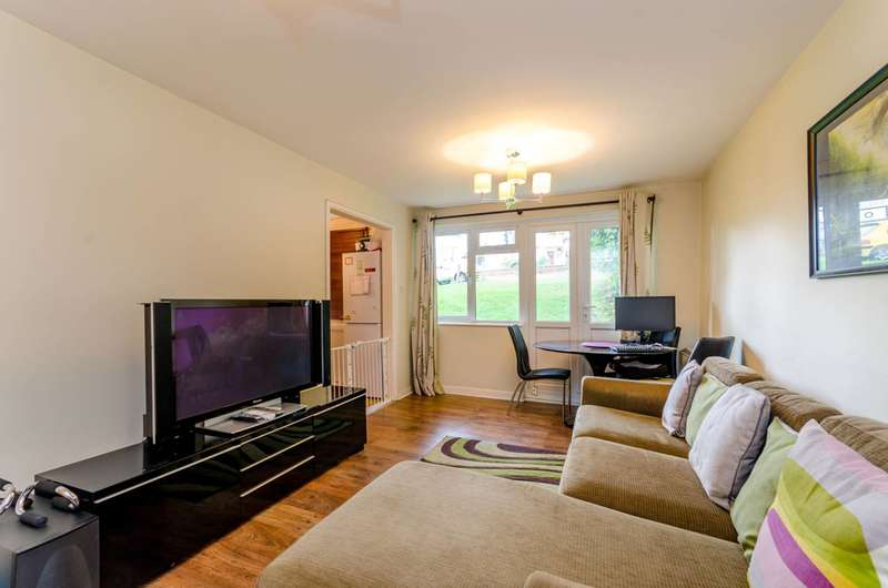 2 Bedrooms Flat for rent in South Norwood Hill, South Norwood, SE25