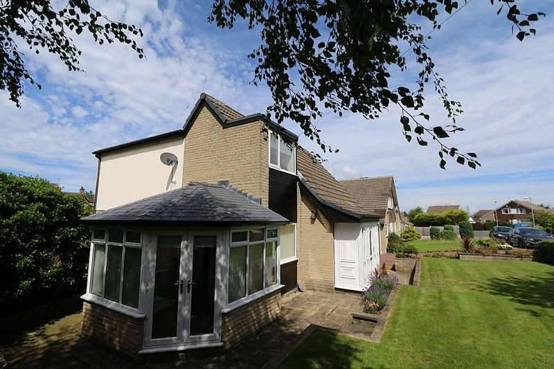 4 Bedrooms Detached House for sale in Silver Birch Grove, Wyke, Bradford, West Yorkshire, BD12 9ET