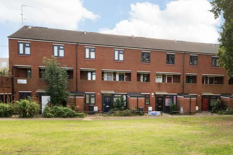 2 Bedrooms Flat for sale in Wildwood Close Lee SE12