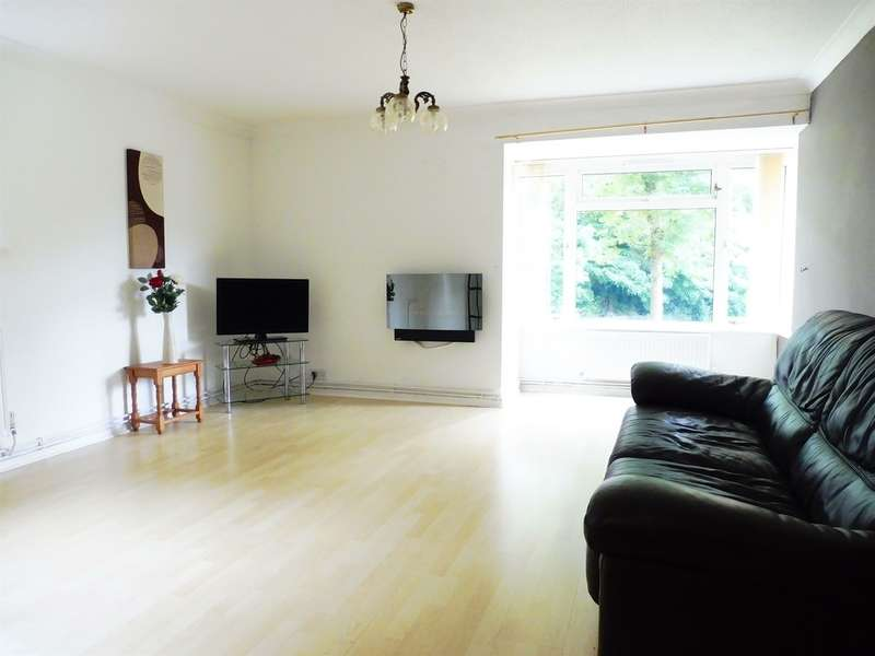2 Bedrooms Apartment Flat for sale in Corinthian Close, Llandough, Penarth