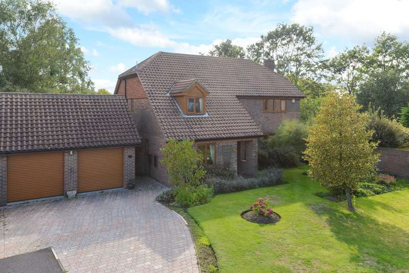 4 Bedrooms Detached House for sale in Lacton Oast, Willesborough, Ashford, TN24