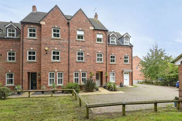3 Bedrooms Town House for sale in Rosebay, WOKINGHAM, Berkshire