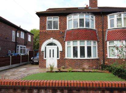 3 Bedrooms Semi Detached House for sale in Hollyhedge Road, Gatley, Cheshire