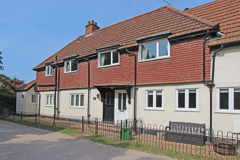 2 Bedrooms Flat for sale in Garden Road, Burley, Ringwood