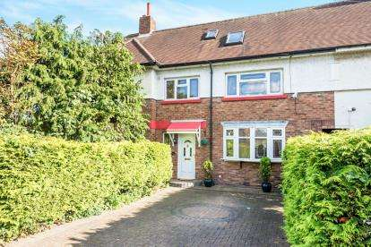 4 Bedrooms Terraced House for sale in Collier Row, Romford, Essex