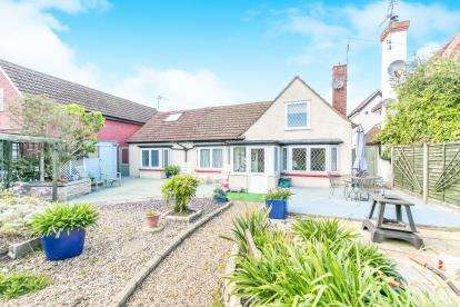 5 Bedrooms Bungalow for sale in West Mersea, Colchester, Essex