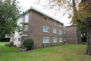 3 Bedrooms Flat for sale in Bramley Hyrst, Bramley Hill, South Croydon, Surrey