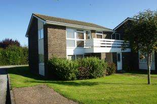 2 Bedrooms Flat for sale in Penlands Court, Ingram Road, Steyning, West Sussex