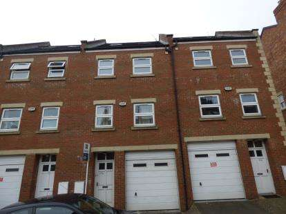 4 Bedrooms Terraced House for sale in Victoria Road, Northampton, Northamptonshire, Northants