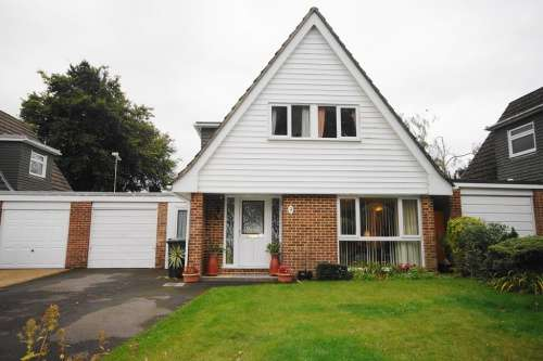 3 Bedrooms House for sale in Kingfisher Close, West Moors
