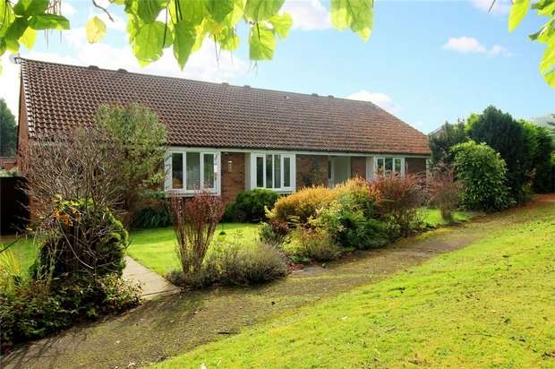 2 Bedrooms Terraced Bungalow for sale in St. Johns, Woking, Surrey